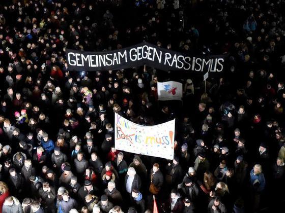 http://www.neu.antifa-kiel.org/wp-content/uploads/import/pics/turnleftsmashright/Demonstrationen-Pegida-sagt-Montags-Kundgebung-in-Dresden-ab_image_630_420f.jpg
