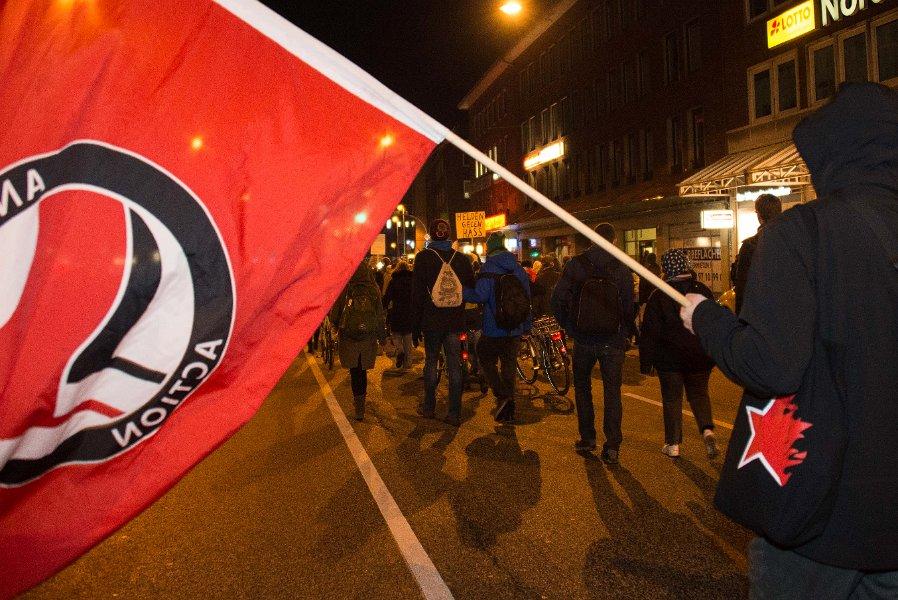 http://www.neu.antifa-kiel.org/wp-content/uploads/import/pics/turnleftsmashright/Willkommen-7593.jpg