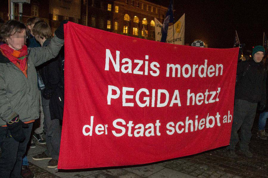 http://www.neu.antifa-kiel.org/wp-content/uploads/import/pics/turnleftsmashright/Willkommen-7664.jpg