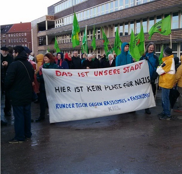 http://www.neu.antifa-kiel.org/wp-content/uploads/import/pics/turnleftsmashright/turnleftsmashright2.0/rt.jpg