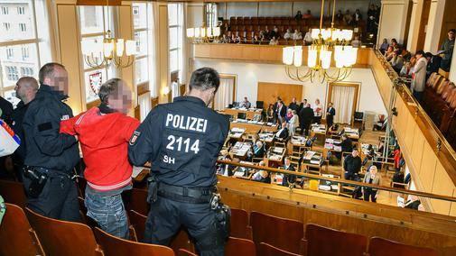 http://www.neu.antifa-kiel.org/wp-content/uploads/import/rathausraeumung.jpg